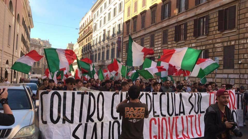 Blocco Studentesco: migliaia di studenti in piazza contro il ministro Fedeli e l'alternanza scuola-lavoro