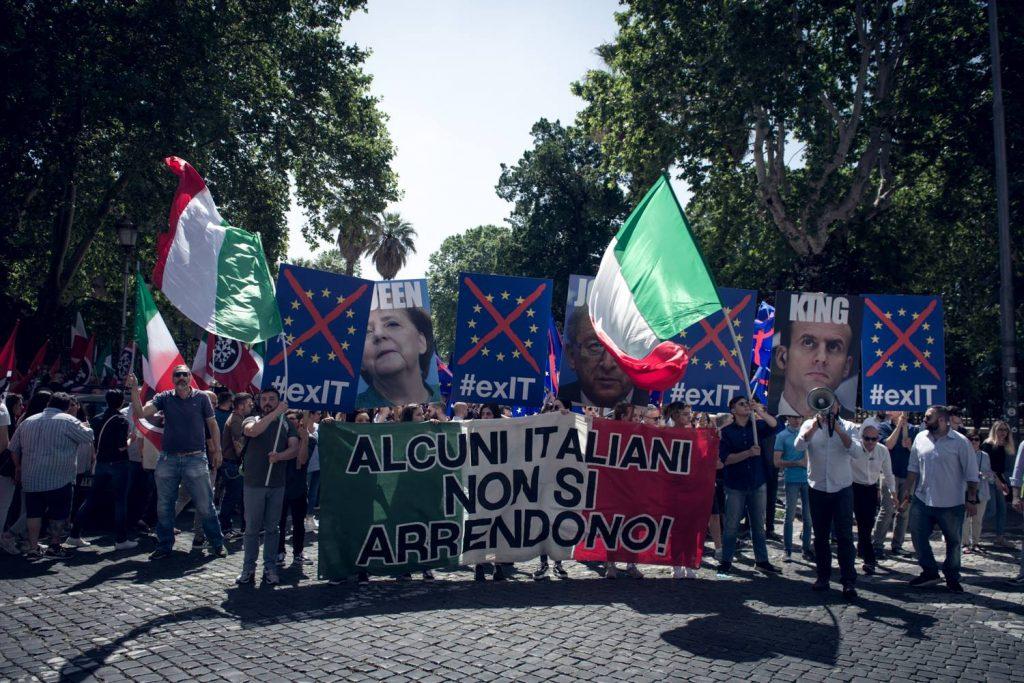 """2 Giugno: """"riprendiamoci la nostra sovranità"""", corteo spontaneo e sit in in centro a Roma per CasaPound"""