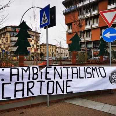 """CasaPound pianta 8 alberi finti ed espone uno striscione con scritto """"Pd: ambientalismo di cartone"""""""