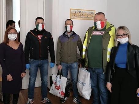 CasaPound dona una fornitura di carne all'istituto 'Pro Infantia Derelicta' di Torino