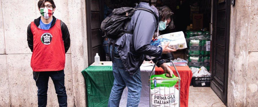 Roma, CasaPound: distribuiti stamattina aiuti a 500 famiglie italiane (FOTO e VIDEO)