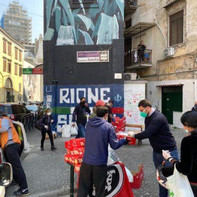 CasaPound Italia dona generi di prima necessità nel quartiere 'Sanità' di Napoli alle famiglie indigenti