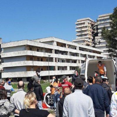 Napoli, CasaPound Italia dona generi di prima necessità alle famiglie indigenti di Scampia