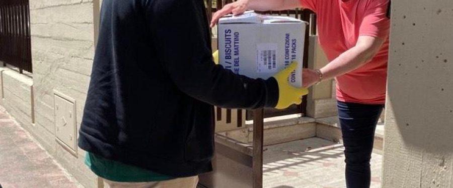 Bari, CasaPound dona una tonnellata di viveri alle famiglie baresi in difficoltà