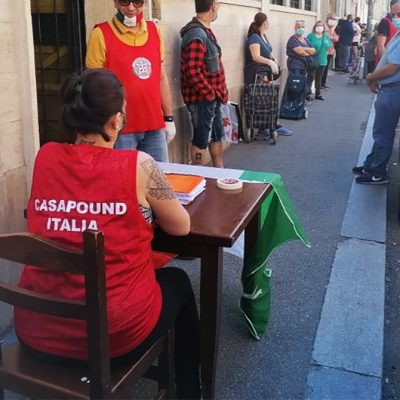 CasaPound, pacco alimentare a 60 famiglie torinesi