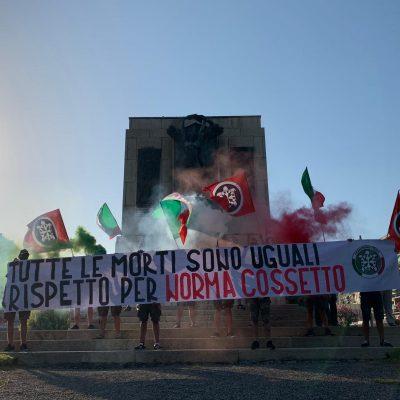 """""""Tutte le morti sono uguali. Rispetto per Norma Cossetto"""": protesta di CasaPound sotto il Comune di La Spezia"""