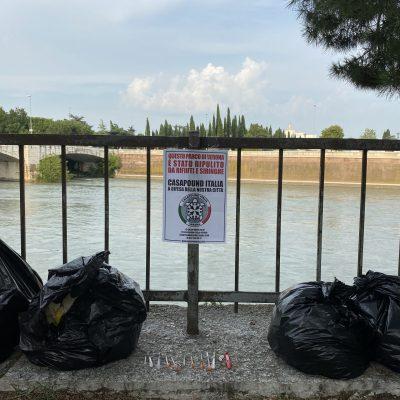 Verona, CasaPound riqualifica il parco in Lungadige Capuleti da immondizia e degrado