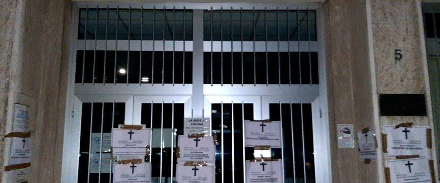 Morti aspettando la cassa integrazione – necrologi shock di CasaPound davanti alle sedi INPS
