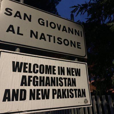 Immigrazione rotta balcanica, CasaPound protesta con nuova cartellonistica stradale
