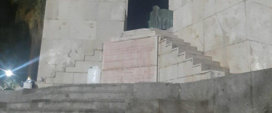 Cosenza: militanti di CasaPound ripuliscono il Monumento ai Caduti