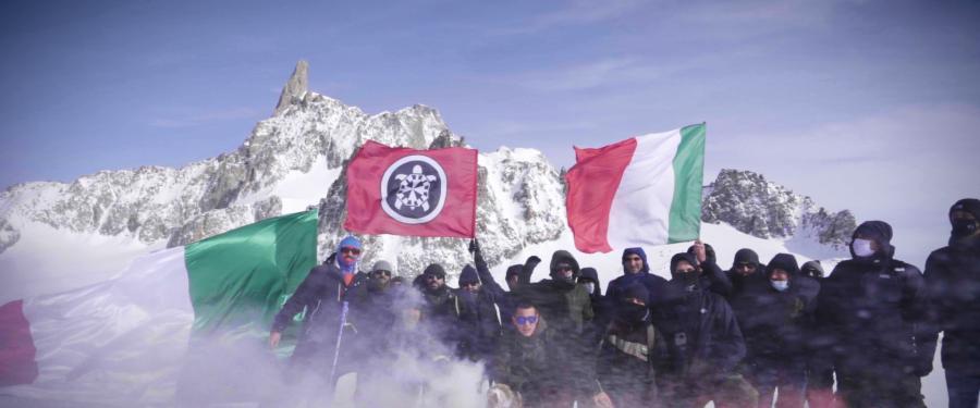 Mentre Conte chiude l'Italia, CasaPound richiude il confine con la Francia sul Monte Bianco