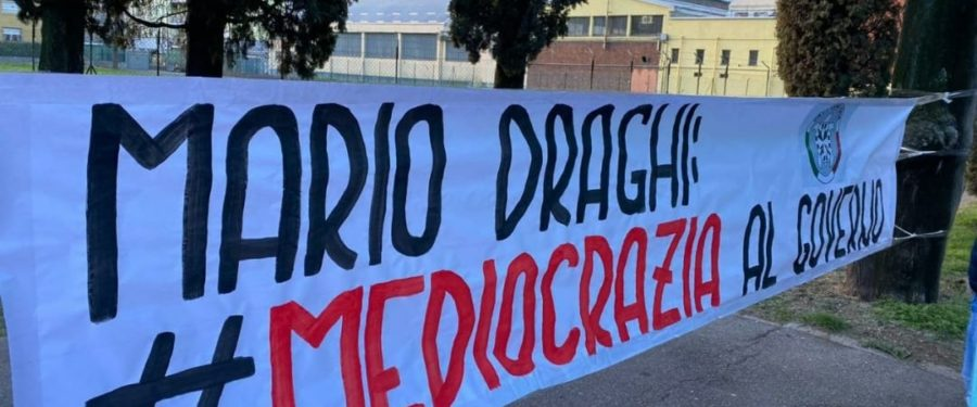 """""""Mediocrazia al Governo"""". CasaPound contesta passerella di Draghi a Bergamo"""