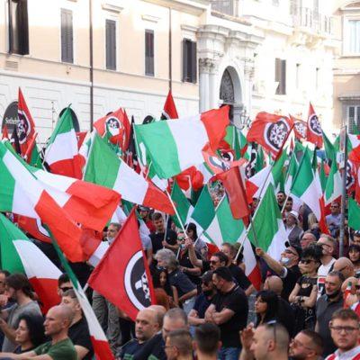 """CasaPound riempie Piazza Santi Apostoli: """"l'Italia deve tornare potenza"""""""