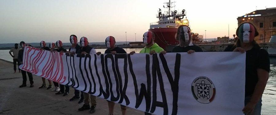 """CasaPound, blitz a Siracusa contro Ocean Viking, """"qui non c'è posto per chi lucra sulle persone"""""""