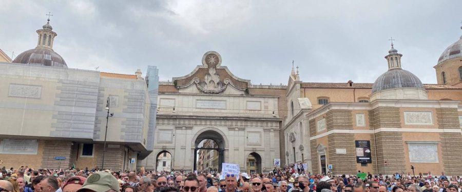 """Anche CasaPound in piazza contro il green pass: """"Abbiamo aderito senza simboli"""""""